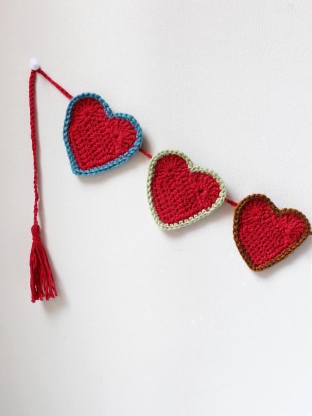 crocheted heart garland free pattern valentine decoration