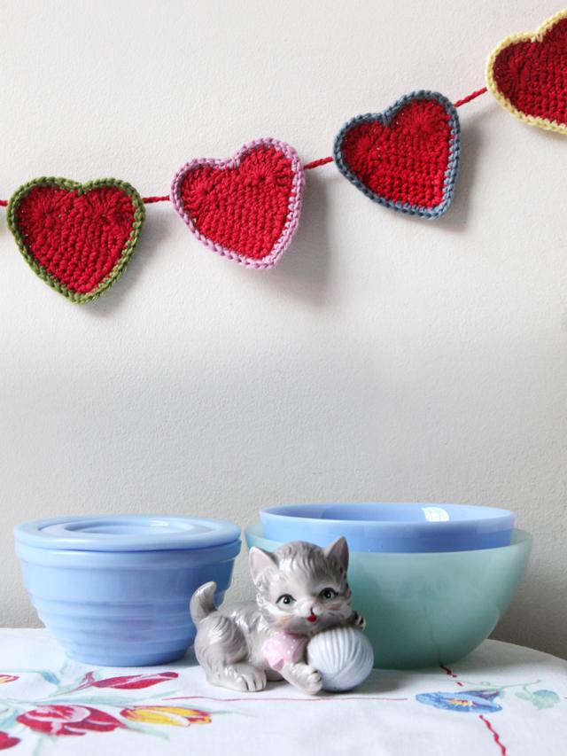 free crochet pattern heart garland wall decoration valentines