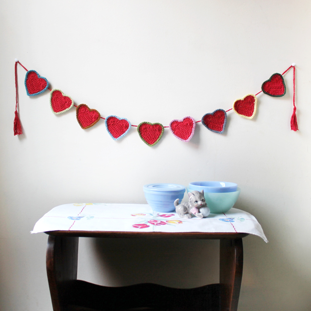 how to crochet a heart garland valentine decoration free pattern