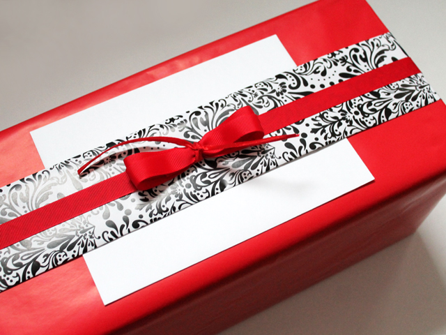 how to wrap a gift with a band of contrasting wrapping paper and a fabric bow