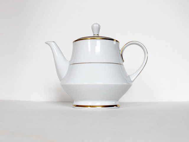 thrifted bone china tea pot noritake heritage pattern