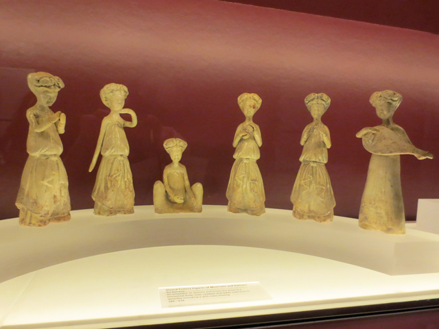 figurines at koerner hall toronto from sui dynasty