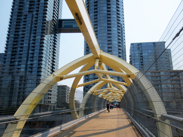 yellow bridge puente de luz bridge toronto