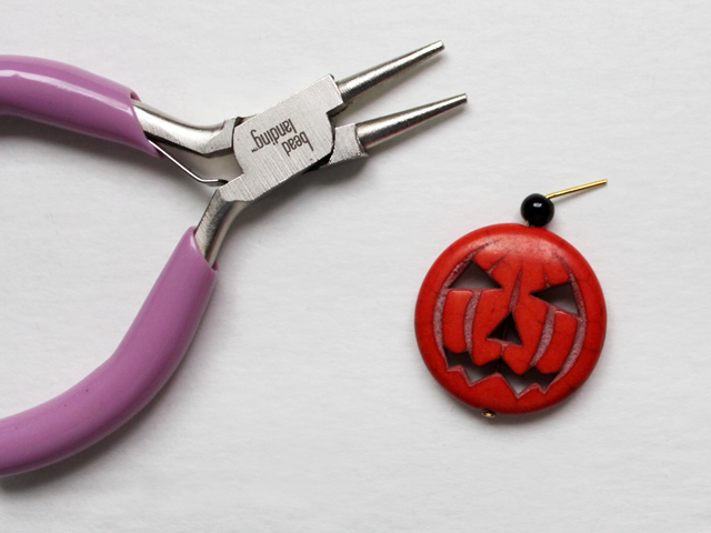 how to make a halloween pendant from a pumpkin bead