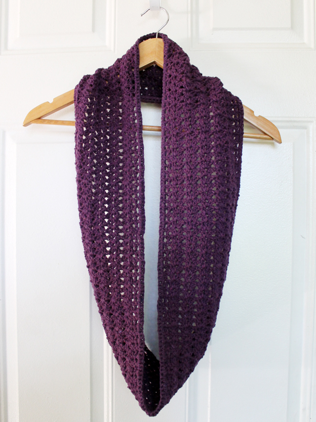 crocheted cowl scarf made with cotton yarn