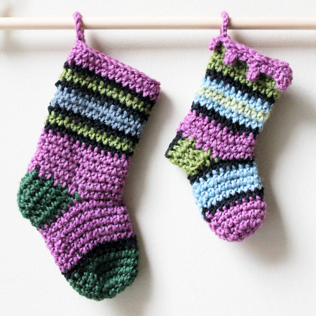 crochet christmas stockings small and mini free patterns