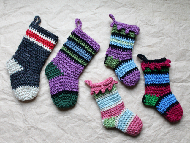 crocheted christmas stockings small and mini sizes free patterns