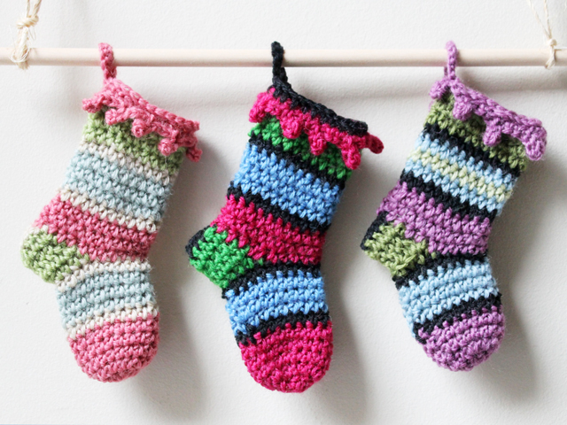 crocheted mini christmas stockings using lemondedesucrette free pattern