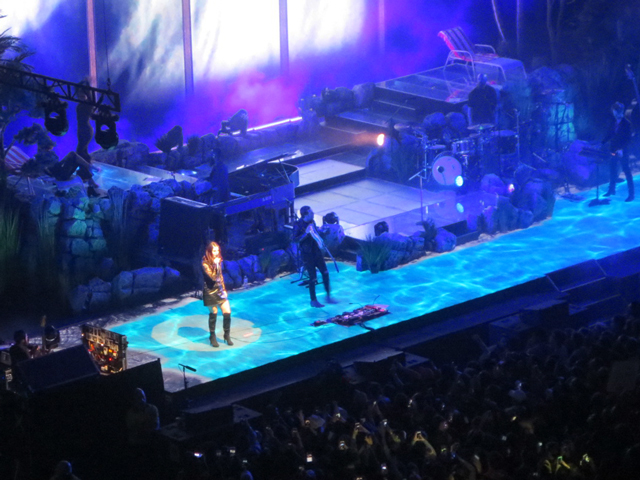 lana del rey on stage toronto air canada centre winter twenty eighteen