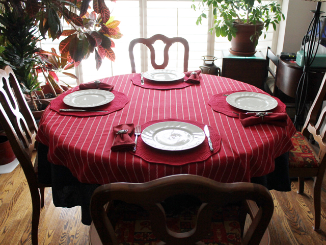 set table valentine dinner with friends