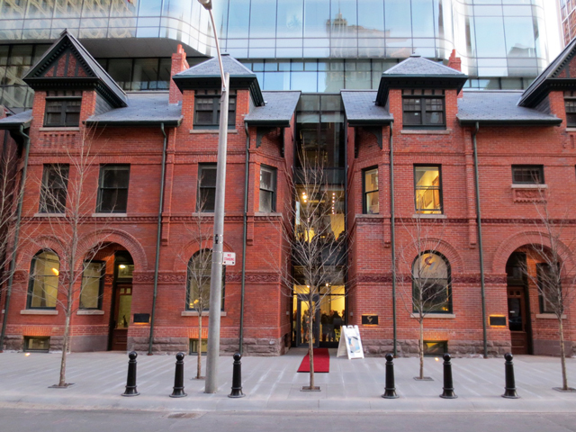 entrance to c9 art gallery toronto yorkville sultan street