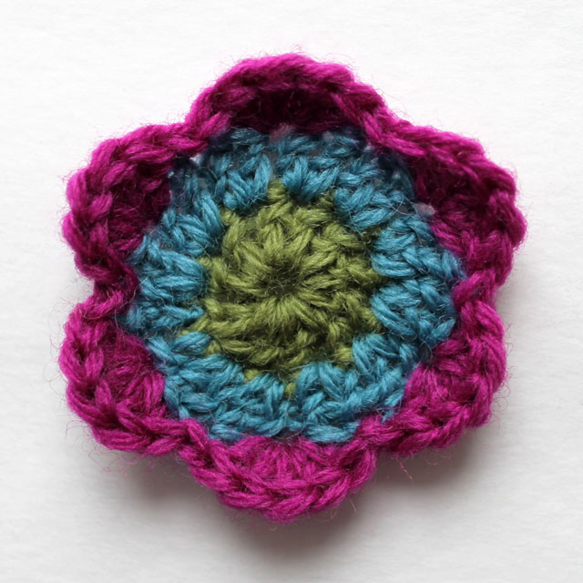 easy crocheted flower three rounds three rows free pattern