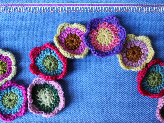 easy crocheted flowers small three rounds formed into a garland free pattern