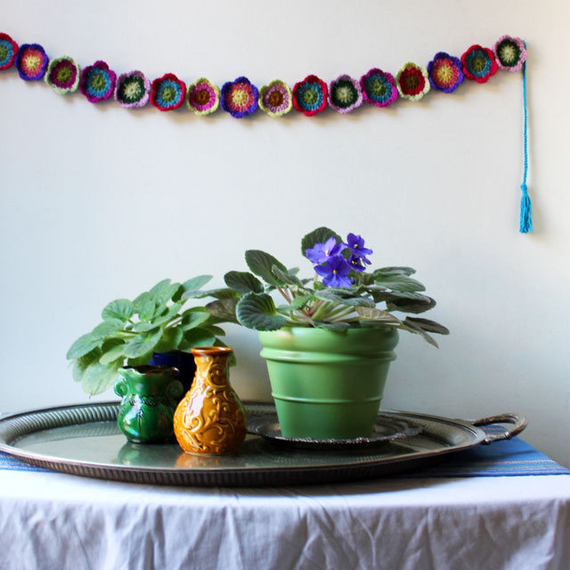 handmade crocheted flower garland small size how to make it free pattern