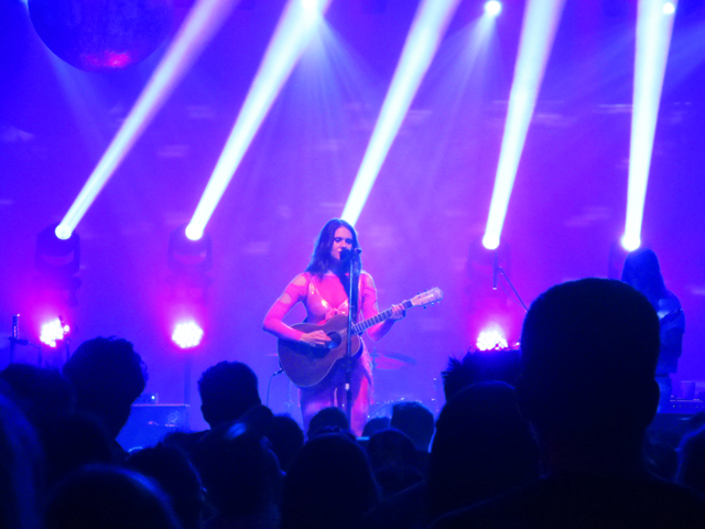 kate nash acoustic guitar mod club toronto april 2018