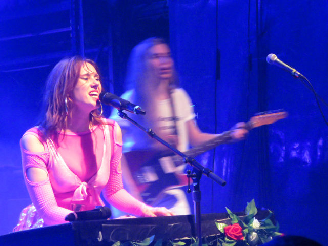 kate nash at toronto mod club playing piano