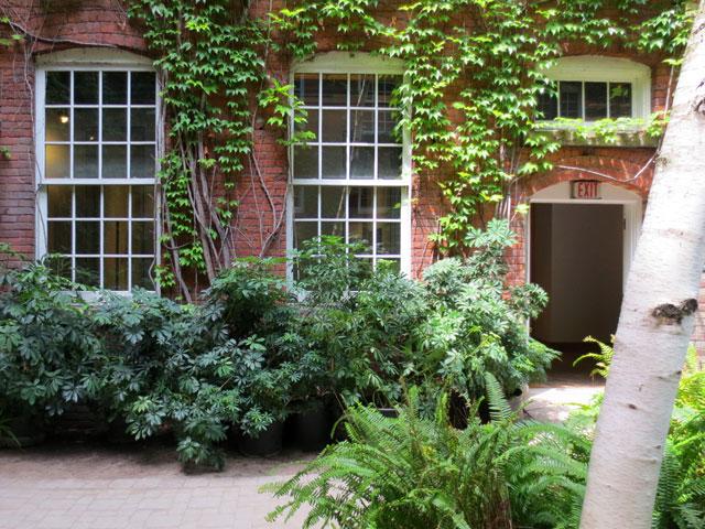 courtyard garden historic building toronto richmond street near spadina