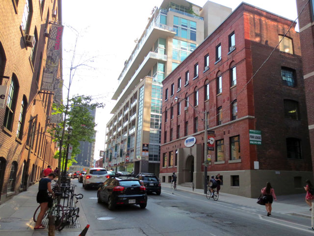 streets of toronto richmond street west just east of spadina looking westward