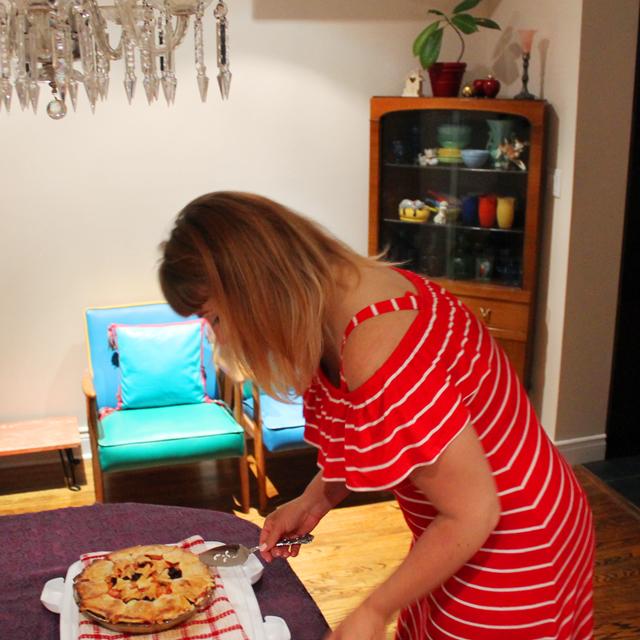 a serving pie