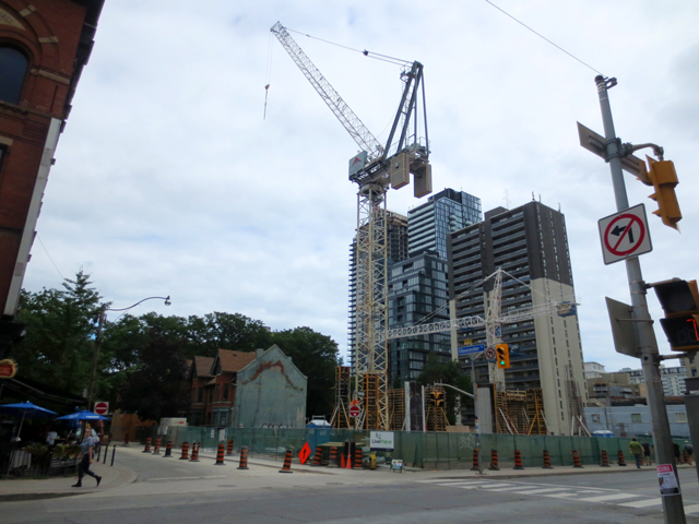 construction site yonge and gloucester toronto summer 2018