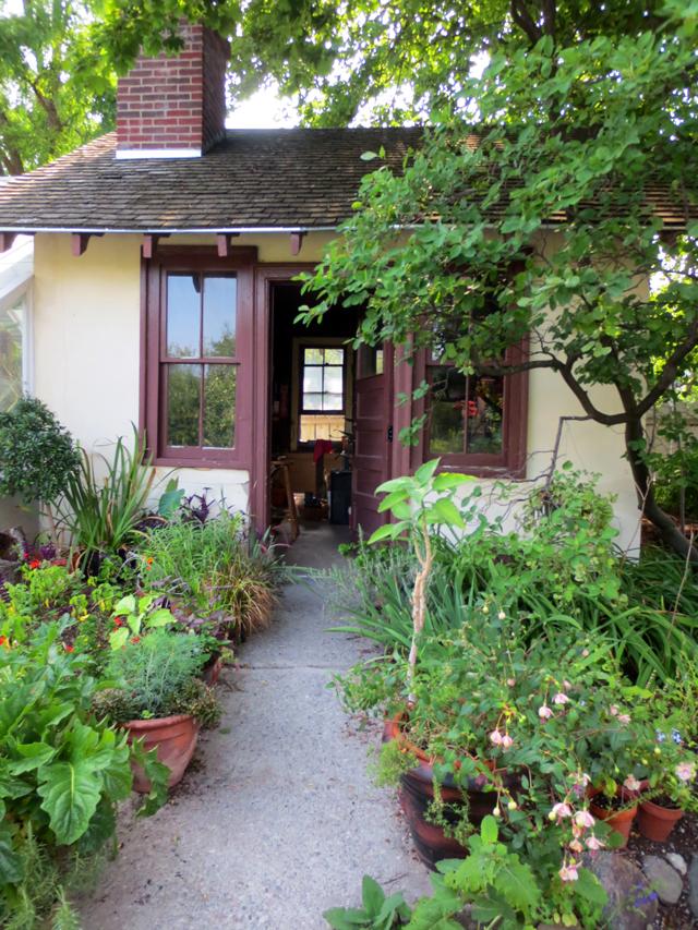 gardeners cottage at spadina house museum toronto