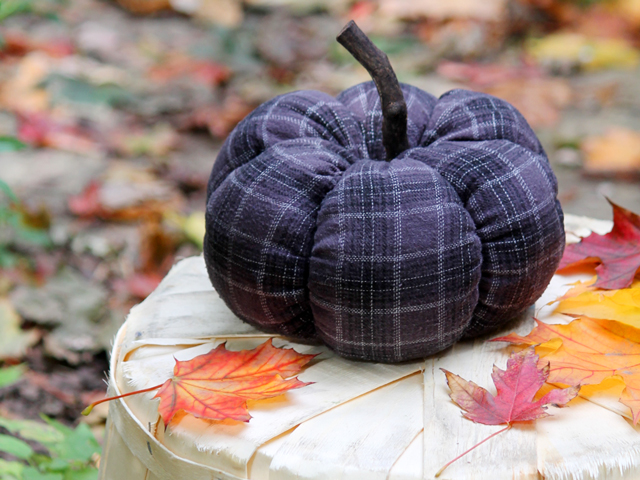 hand sew how to make a pumpkin from cotton