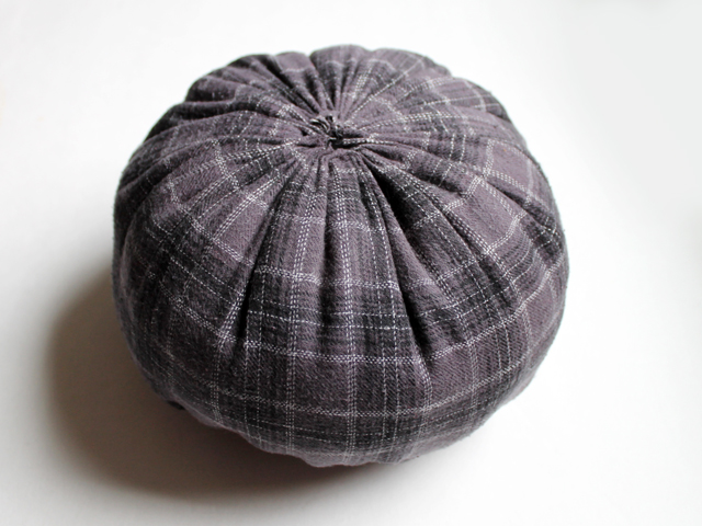 making a fabric pumpkin round ball