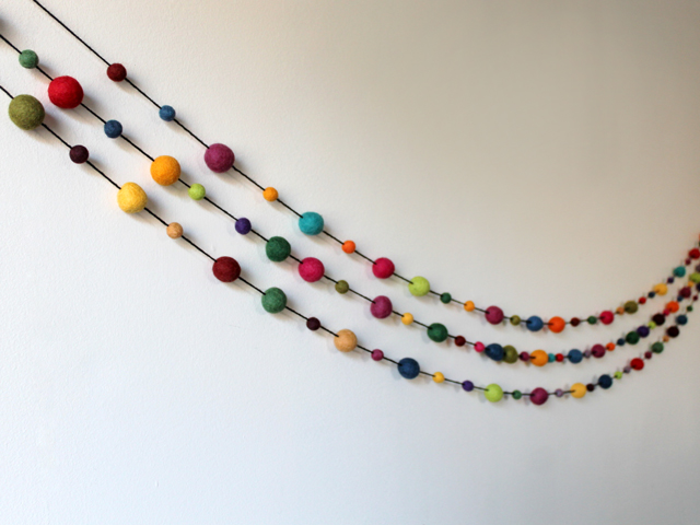 how to make a garland with felted wool balls