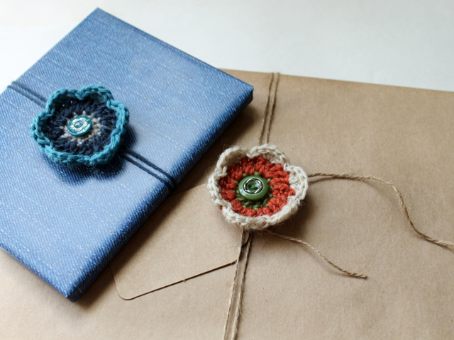 beginner crochet project flower gift topper bow decoration with button free pattern