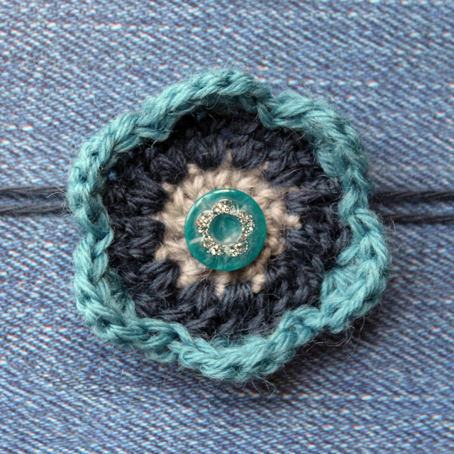 crocheted flower gift bow how to easy free pattern repurposed button