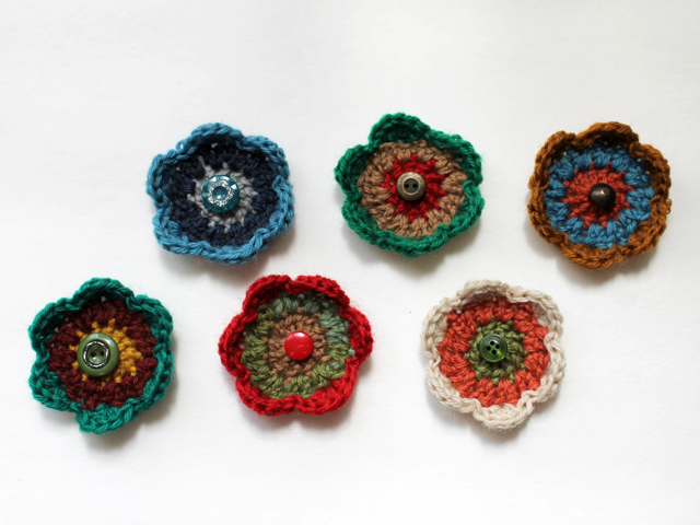 crocheted flower gift topper how to free pattern