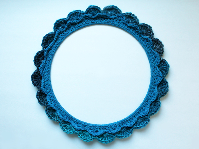 crocheted wreath over a wire frame scalloped how to make free pattern