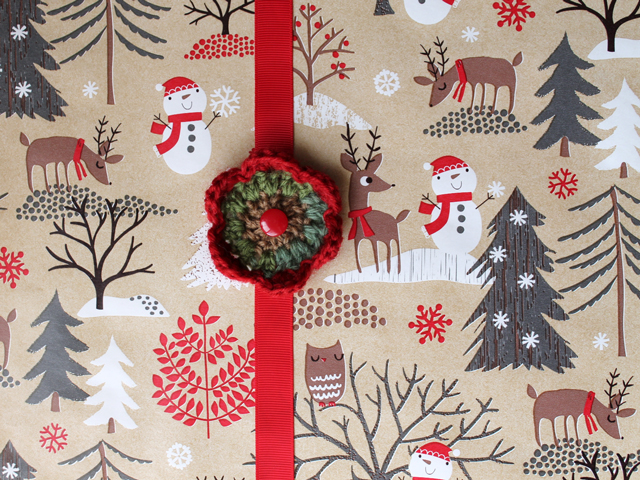 handmade gift bow topper crocheted flower christmas gift wrapping how to