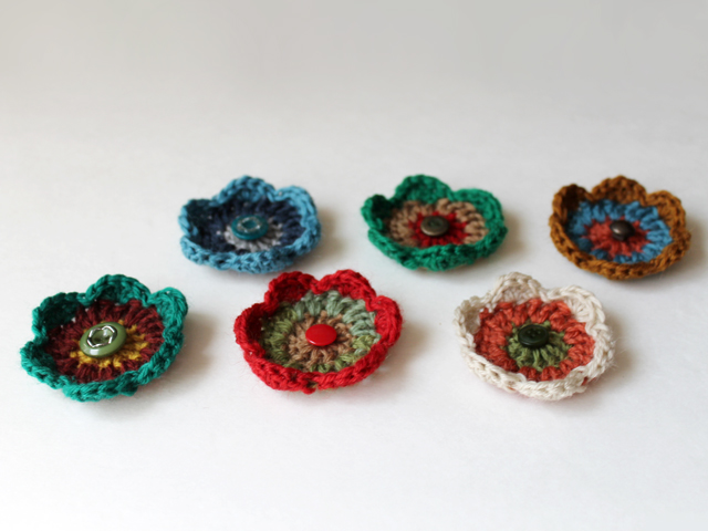 handmade gift toppers small crocheted flowers easy pattern free beginner crocheting