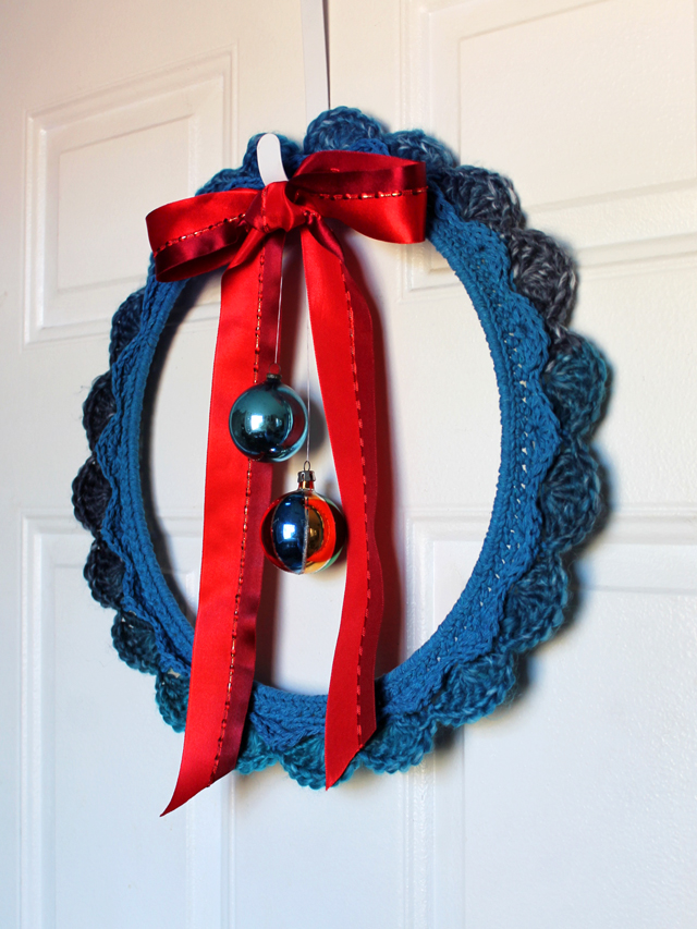 handmade wreath free crochet pattern christmas holiday decor