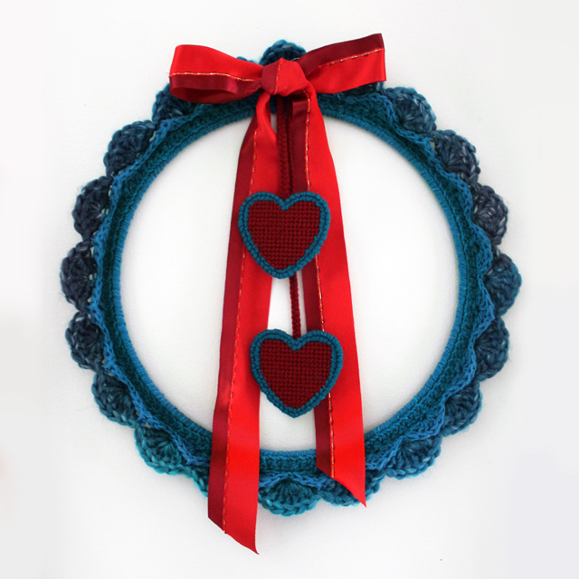 how to make a valentine wreath plastic canvas hearts needlepoint and crochet 2