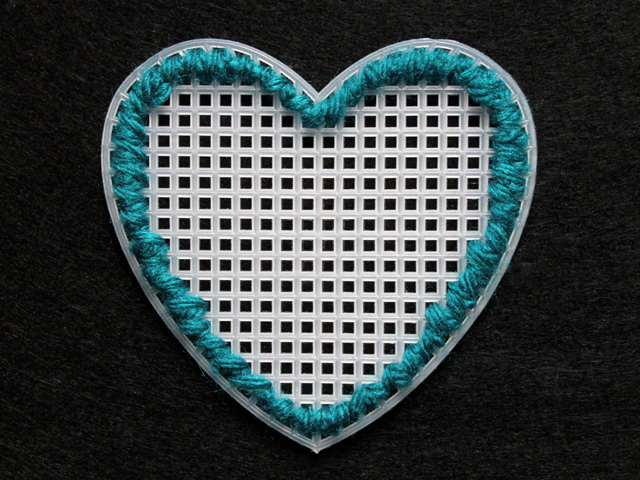 how to needle point plastic canvas hearts two rows around outer border to completely hide plastic