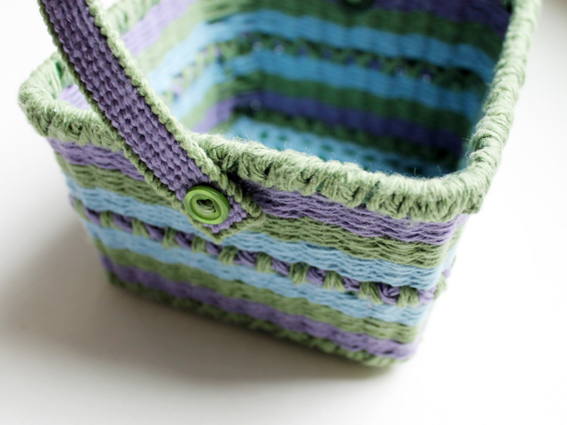 how to attach a handle to a handmade easter basket button and yarn hinge outside