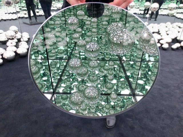 looking through a peephole in yayoi kusama infinity mirror room ago toronto art gallery of ontario