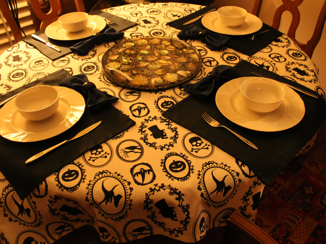 halloween table setting dinner party